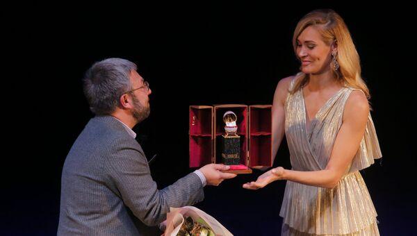 Максим Амелин на торжественной церемонии награждения победителей ежегодного национального конкурса Книга года в театре Геликон-опера в Москве