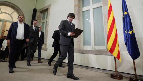 Председатель правительства Каталонии Карлес Пучдемон перед выступлением в парламенте