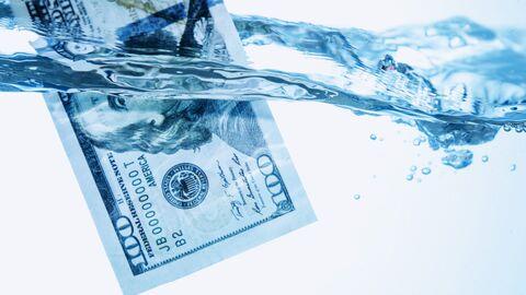 Доллар в воде