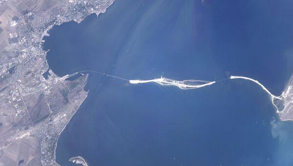 Космический снимок зоны строительства моста через Керченский пролив от космонавта Олега Скрипочки. Август 2016
