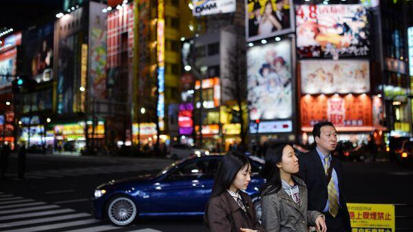 Жители Токио на одной из улиц город