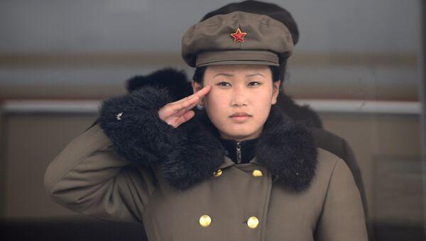 Девушка в военной форме в Пхеньяне. Архивное фото