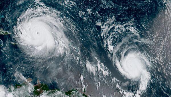 Ураганы Ирма и Хосе в Атлантическом океане на спутниковом снимке