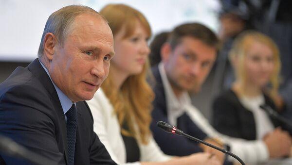 Президент РФ Владимир Путин на встрече с представителями информационно-коммуникационного кластера Пермского края. 8 сентября 2017