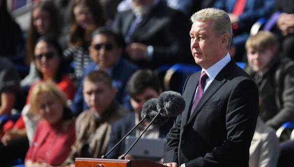 Мэр Москвы Сергей Собянин выступает на церемонии открытия Дня города на Красной площади в Москве. 9 сентября 2017