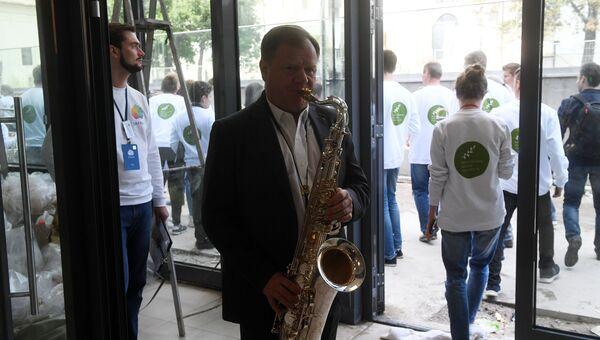 Музыкант Игорь Бутман во время открытия парка Зарядье в Москве. 9 сентября 2017