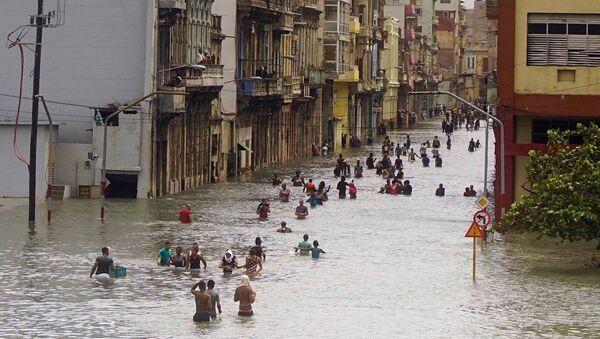 Затопленная улица в Гаване после урагана Ирма