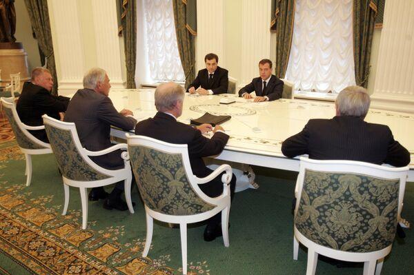 Медведев на встрече с руководством парламентских партий