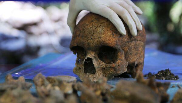 Обработка материалов, найденных в ходе раскопок в древнем городище Мангуп-Кале Бахчисарайского района Крымского полуострова