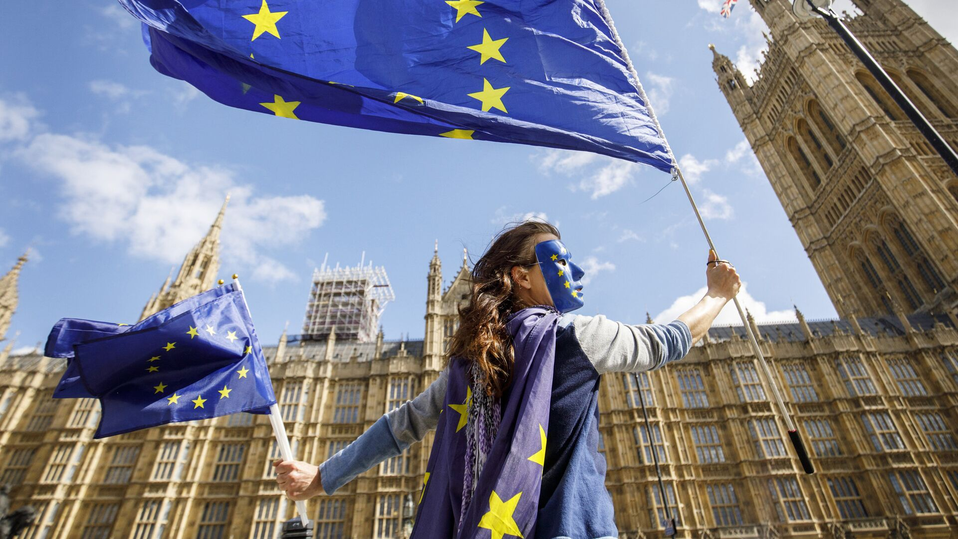 Акция протеста против прекращения членства Великобритании в ЕС у здания парламента в Лондоне - РИА Новости, 1920, 24.07.2020