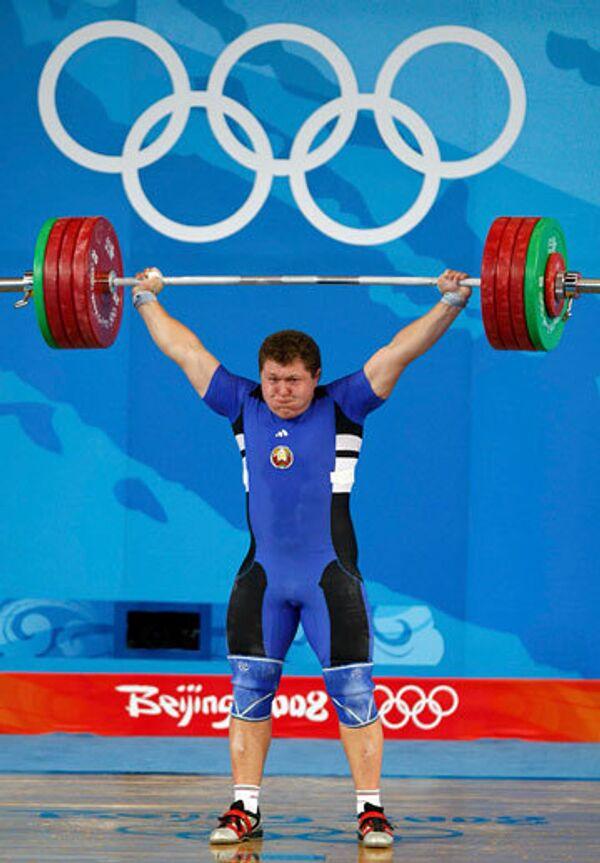 Белорусский тяжелоатлет Андрей Арамнов установил мировой рекорд на Олимпийских играх в Пекине
