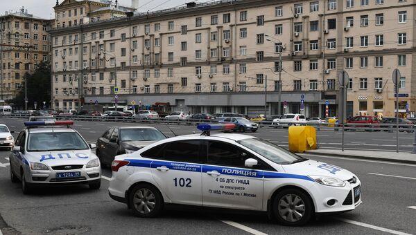 Автомашин правоохранительных органов у торгового центра Метрополис в Москве. 13 сентября 2017