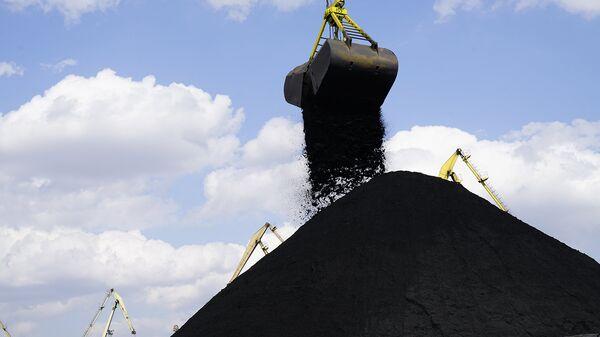 Разгрузка угля в одесском порту Южный
