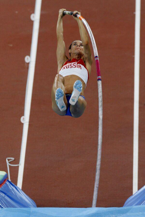 Елена Исинбаева стала двукратной олимпийской чемпионкой и установила новый мировой рекорд