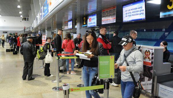 Пассажиры на регистрации в Международном аэропорту Кадала в Чите. Архивное фото