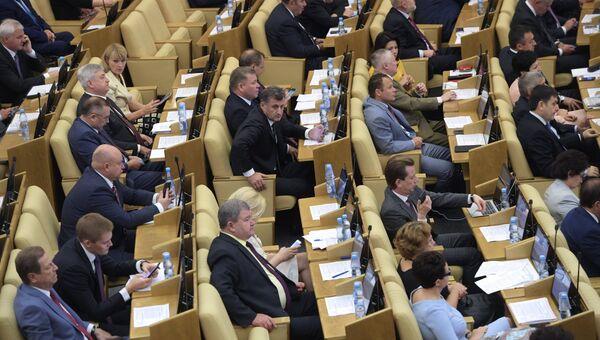 Депутаты на пленарном заседании Государственной Думы РФ. 15 сентября 2017