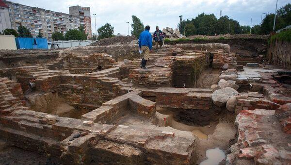 Археологические раскопки рядом со зданием областного историко-художественного музея в Калининграде