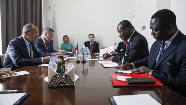 Глава МИД РФ Сергей Лавров на встрече о свосим коллегой из Сьерра-Леоне Самурой Уилсоном Камарой на полях 72-ой сессии Генеральной Ассамблеи ООН в Нью-Йорке. 18 сентября 2017