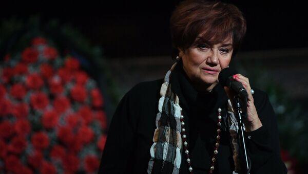 Оперная певица Тамара Синявская на церемонии прощания с оперным певцом Зурабом Соткилавой. 20 сентября 2017
