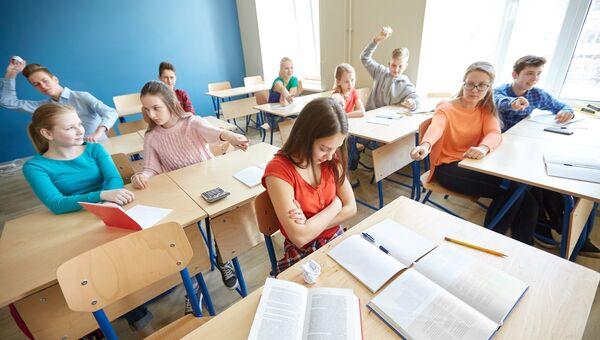 Учащиеся в школе. Архивное фото