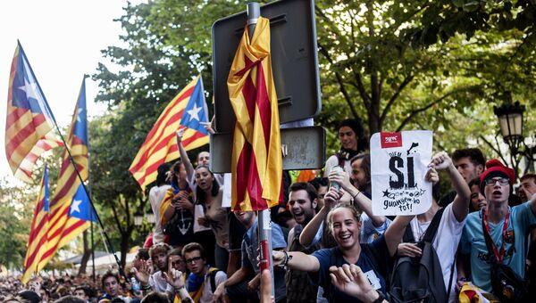 Участники акции протеста в Барселоне. 20 сентября 2017