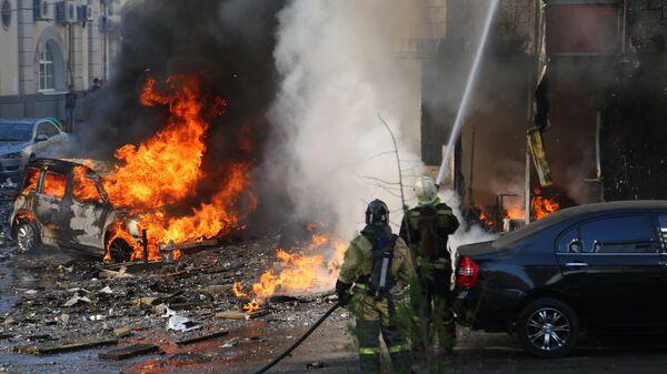Пожарные тушат горящее здание в центре Ростова-на-Дону