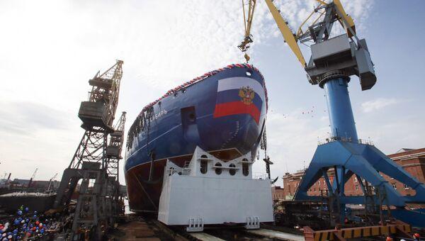 Церемония спуска на воду атомного ледокола Сибирь на Балтийском заводе в Санкт-Петербурге