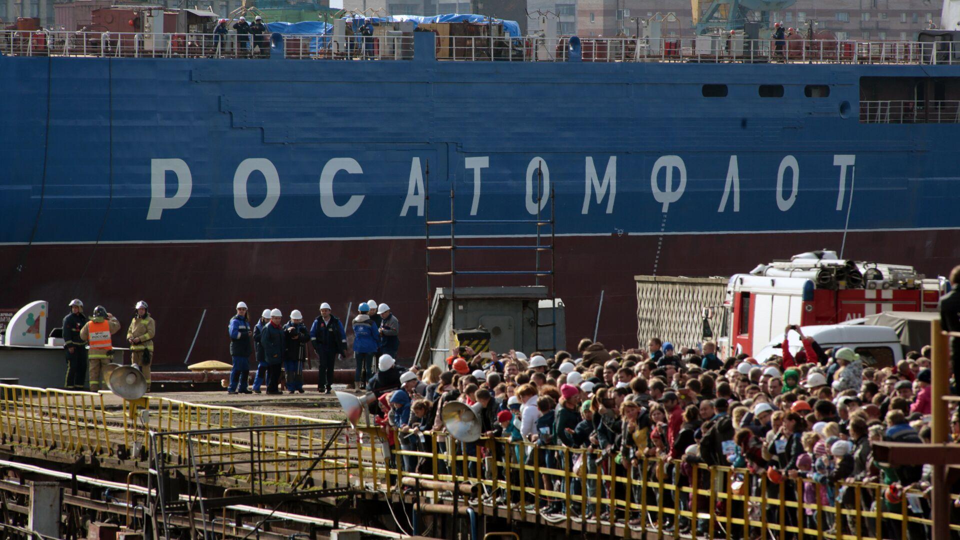 Церемония спуска на воду атомного ледокола Сибирь на Балтийском заводе в Санкт-Петербурге - РИА Новости, 1920, 16.12.2020