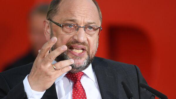 Кандидат на пост канцлера Германии, глава Социал-демократической партии Германии Мартин Шульц во время предвыборного выступления. Архивное фото