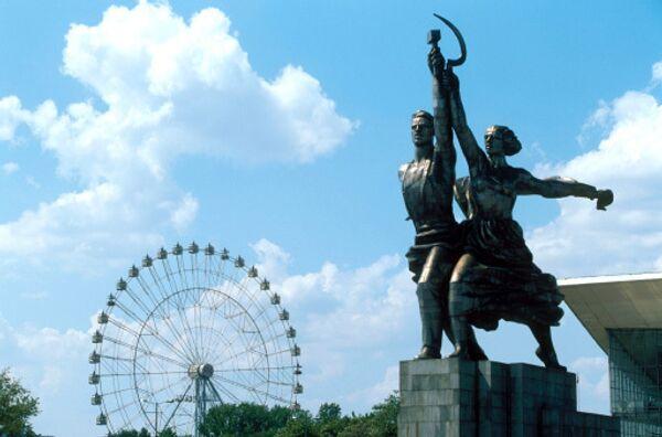 Скульптура Рабочий и колхозница в Москве
