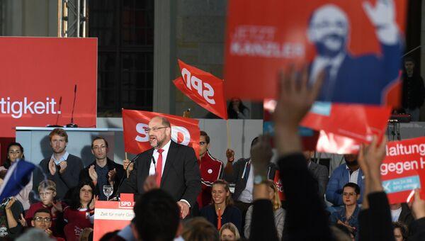 Кандидат на пост канцлера Германии, глава Социал-демократической партии Германии Мартин Шульц во время предвыборного выступления
