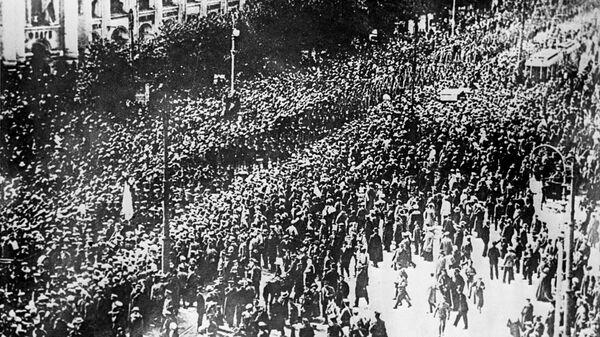 Революционно настроенные моряки Балтийского флота из Гельсингфорса прибыли в Петроград. 24 октября 1917