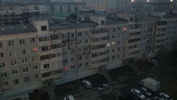 Жилые дома в одном из районов в Якутске во время пожара на Якутской ГРЭС. 1 октября 2017