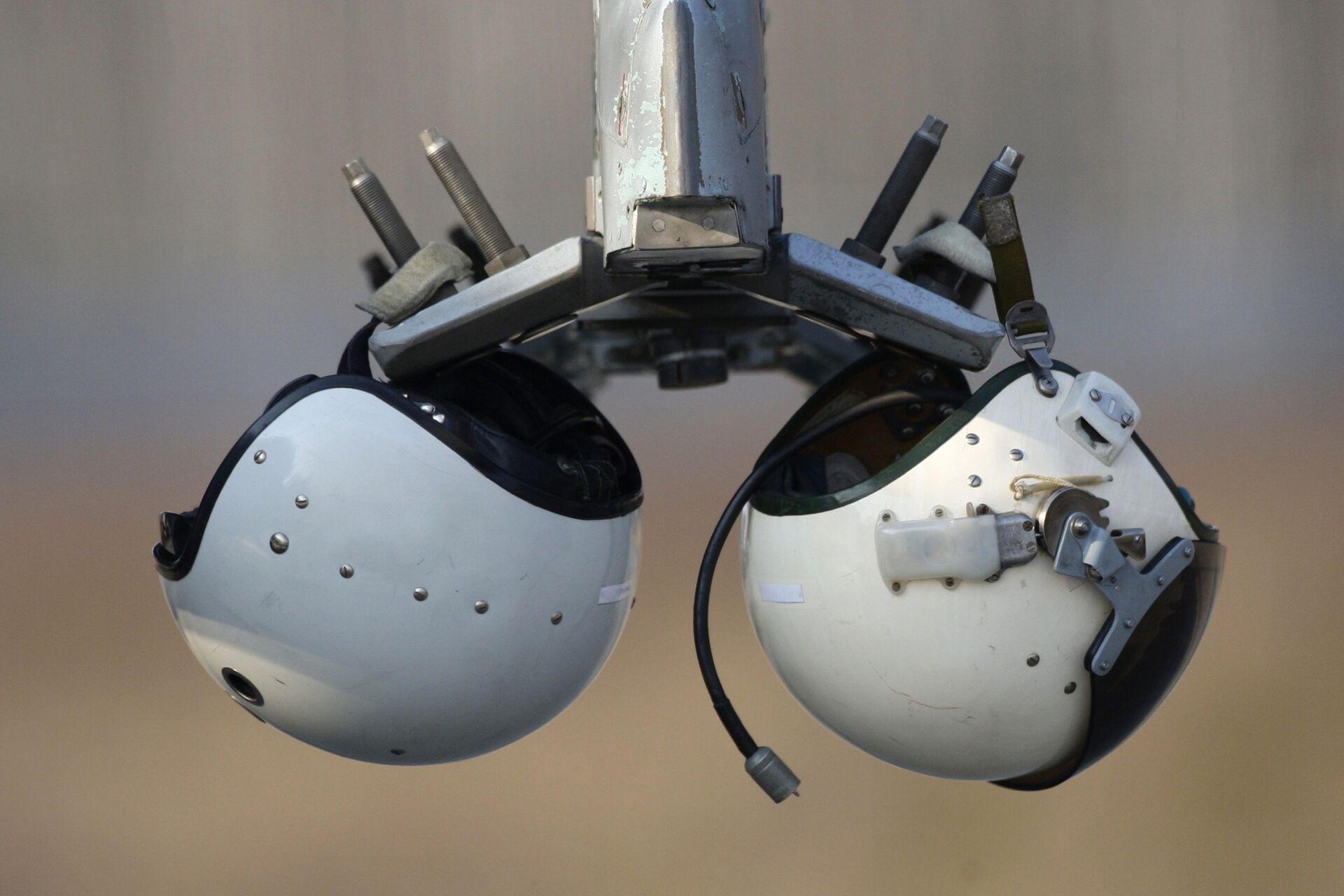 Шлемы пилотов, принявших участие в репетиции пилотажных групп военного парада - РИА Новости, 1920, 02.02.2021