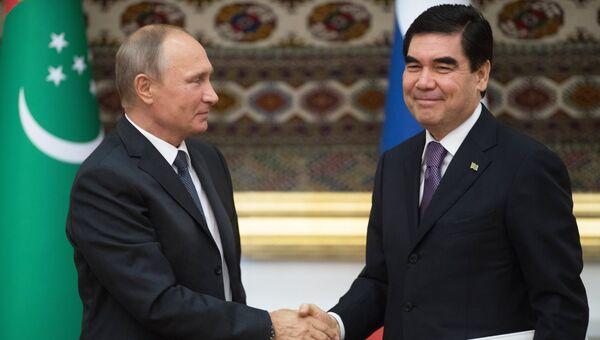 Владимир Путин и президент Туркмении Гурбангулы Бердымухамедов. Архивное фото