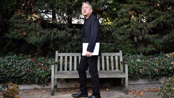 Нобелевский лауреат по литературе за 2017 год писатель Кадзуо Исигуро во время интервью после объявления о присуждении премии. 5 октября 2017