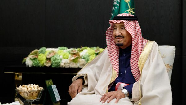 Король Саудовской Аравии Сальман Бен Абдель Азиз Аль Сауд во время встречи с министром обороны РФ Сергеем Шойгу. 5 октября 2017