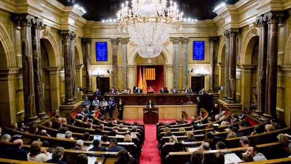 Лидер оппозиции Инес Арримадас во время дискуссии по итогам референдума о независимости Каталонии в зале пленарных заседаний каталонского парламента. 10 октября 2017