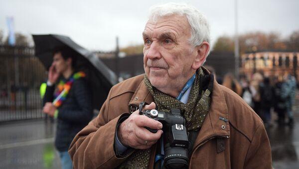 Юрий Анатольевич Кавер, бывший фотокорреспондент АПН, участник и автор знаменитого репортажа ВФМС 1957 года, на шествии ВФМС в Лужниках. 14 октября 2017