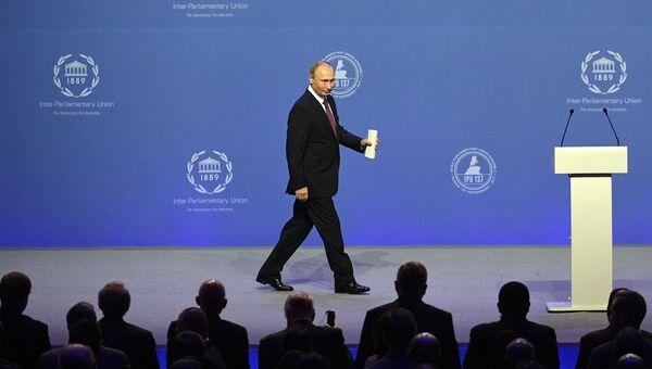 Президент России Владимир Путин выступает на церемонии открытия 137-й Ассамблеи Межпарламентского союза в Санкт-Петербурге. 14 октября 2017