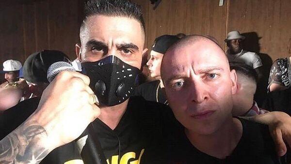Oxxxymiron и Dizaster во время рэп-баттла в Лос-Анджелесе
