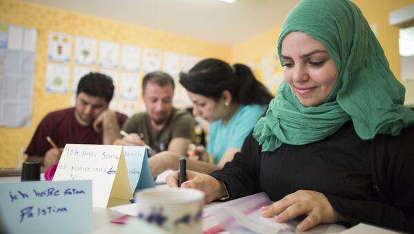 Беженцы на занятиях по немецкому языку. 2015 год