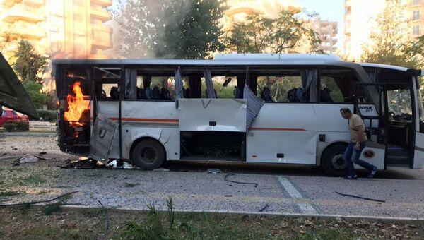 Автобус в турецком Мерсине после взрыва. 17 октября 2017