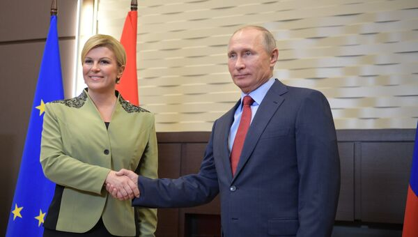 Президент РФ Владимир Путин и президент Республики Хорватия Колинда Грабар-Китарович во время встречи. Архивное фото