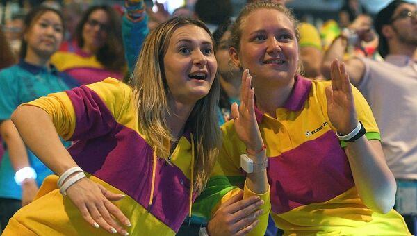 Участники церемонии закрытия XIX Всемирного фестиваля молодёжи и студентов в Сочи