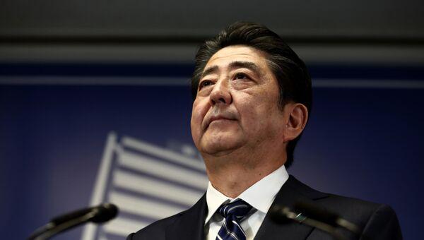 Премьер министр Японии Синдзо Абэ на пресс-конференции в Токио после прошедших в Японии парламентских выборов. 23 октября 2017