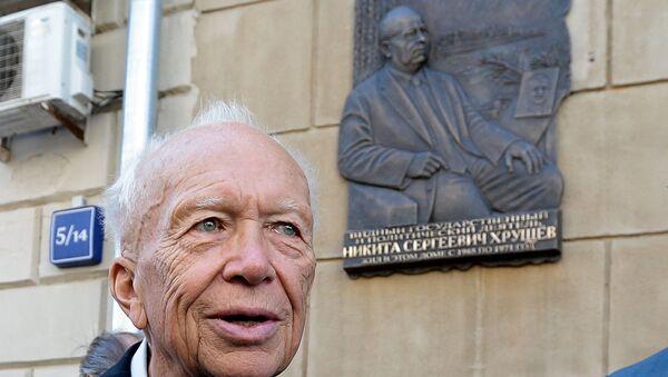 Сын бывшего генерального секретаря ЦК КПСС Никиты Хрущева Сергей Хрущев. Архивное фото