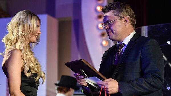Руководитель центра международных проектов МИА Россия сегодня Василий Пушков получает премию радио JAZZ 89.1 FM Все цвета джаза - 2017