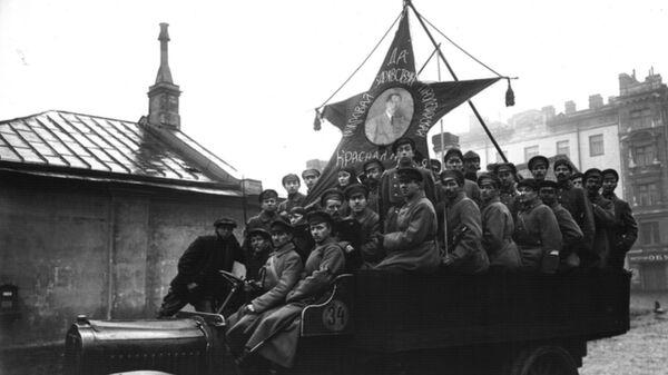 Празднование 1-ой годовщины Октябрьской революции в Петрограде