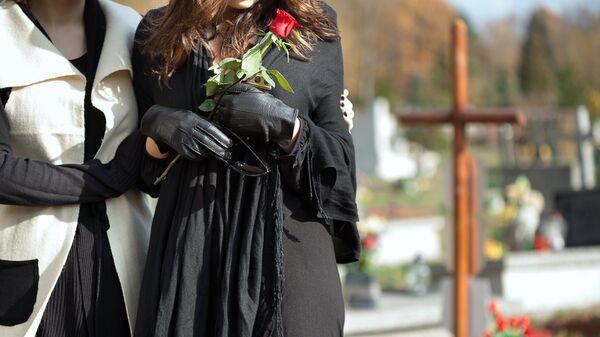 Женщины на кладбище
